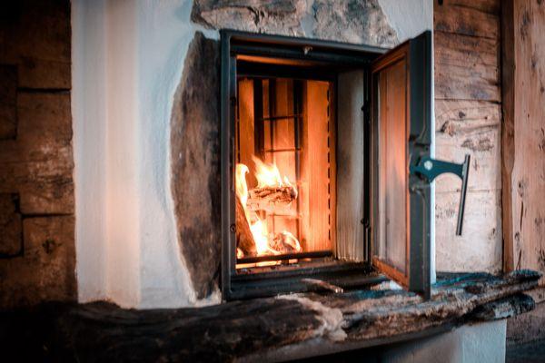 Kaminfeuer in der Stube