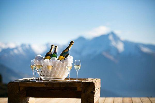 Ausblick auf der Terrasse mit Champagner
